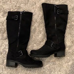 White Mountain Black Buckle Boots